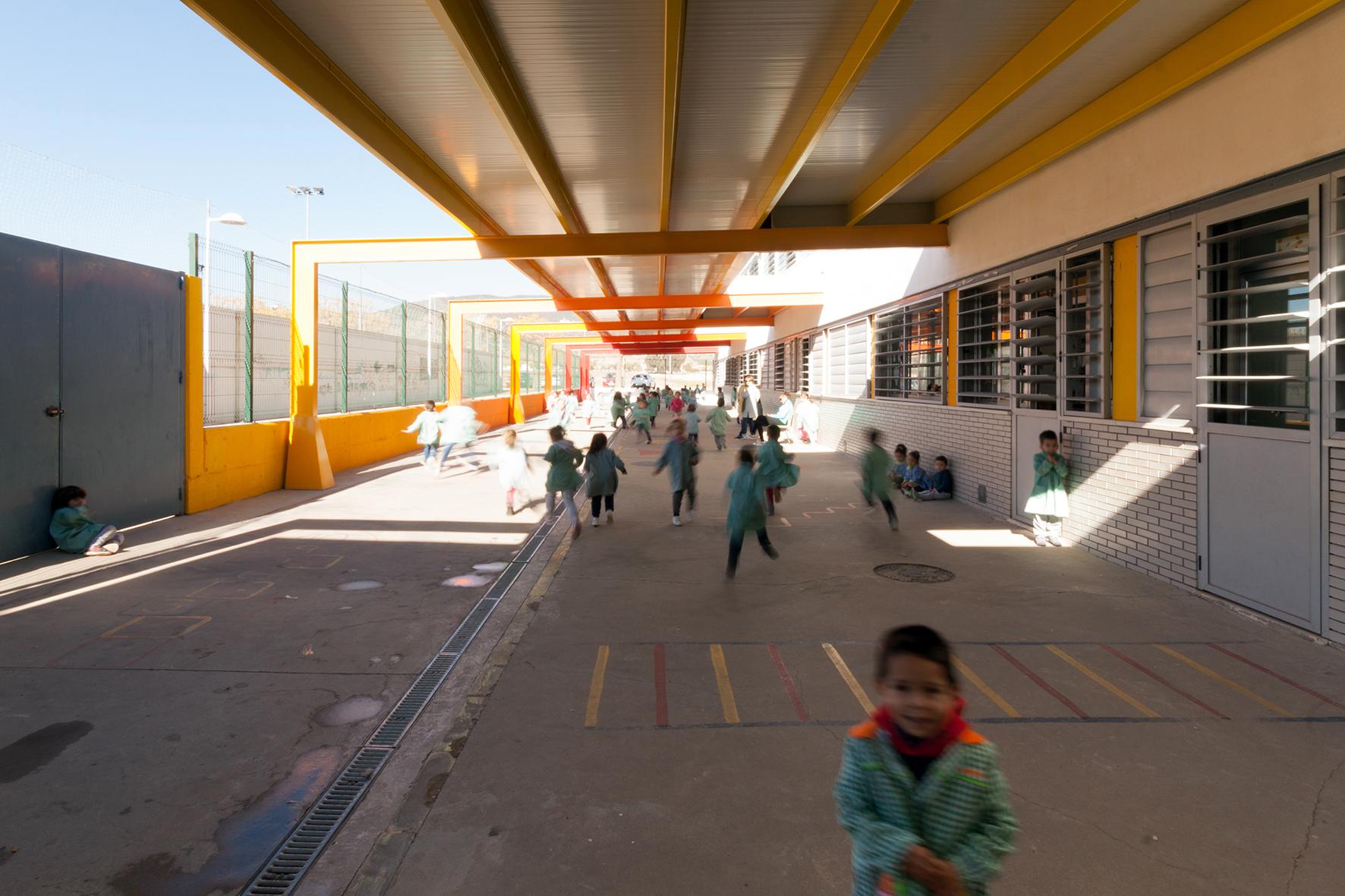 Porche para centro de educaci n infantil y primaria en c rdoba unia arquitectos - Arquitectos en cordoba ...