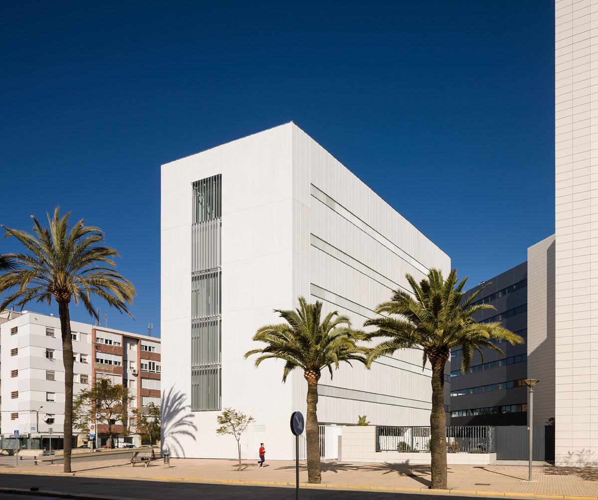 Sede del servicio p blico de empleo estatal en huelva for Arquitectos en cordoba