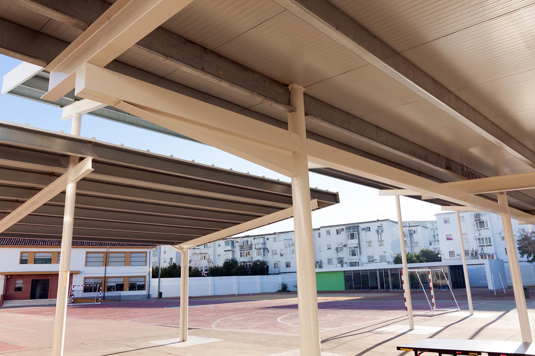 Porche para centro de educaci n infantil y primaria en for Arquitectos en cordoba